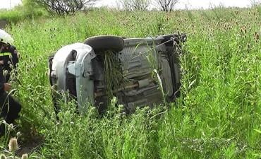 Villegas: Despiste y vuelco de un auto en la Ruta 226 terminó con una mujer seriamente herida
