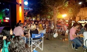 Cultura al Azar: Comenzó un programa que sorprenderá a los clientes de los comercios nocturnos de Bolívar