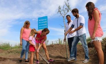 #BolivarSinBasura: Se limpió un terreno y junto a deportistas se colocaron árboles