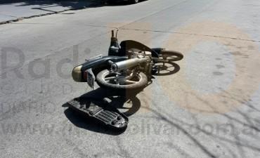 Accidente en Olascoaga: Una motociclista fue trasladada al Hospital