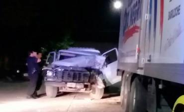 Una camioneta embistió a un camión que se encontraba estacionado