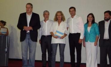 Las escuelas del partido de Bolívar, recibieron material de estudio y subsidios para aplicar a su actualización