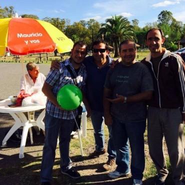 Gustavo Durquet dialogó con vecinos de la ciudad en plena campaña