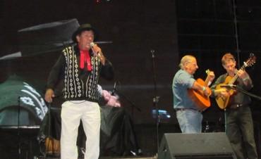 El 'Paisano' Ortiz hizo bailar al público en la primera noche