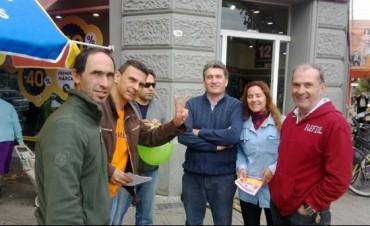 El equipo de Juntos por Bolívar sigue caminando las calles y hablando con la gente