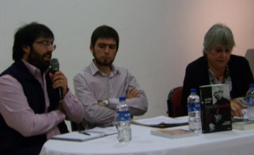 El bolivarense Ariel Lede, junto a Lucas Bilbao, presentaron el libro 'Profeta del Genocidio'