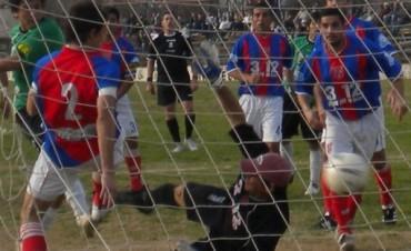 Empataron Empleados y Atlético, y cayó Independiente