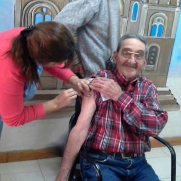 Campaña de vacunación contra la gripe en distintos Hogares de Ancianos