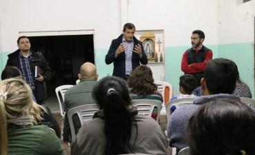 EN UNA REUNIÓN CON VECINOS: El Intendente anunció una importante obra para villa diamante