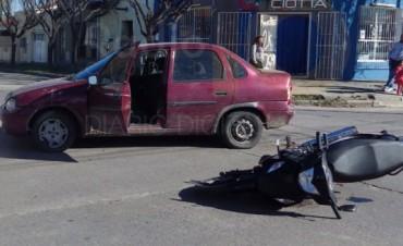 Dos mujeres motociclistas fueron hospitalizadas