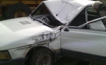 Pigüé: Una topadora aplastó un auto