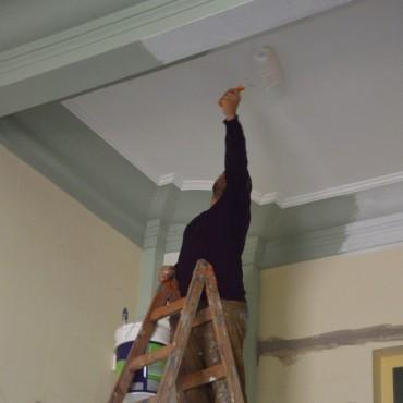 Se realizan trabajos de mantenimiento en Hall de acceso al Palacio Municipal