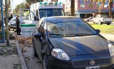 Accidente espectacular en el centro de la ciudad, afortunadamente sin heridos