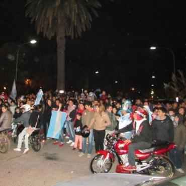 Festejos en la Avenida tras haber llegado a la Final