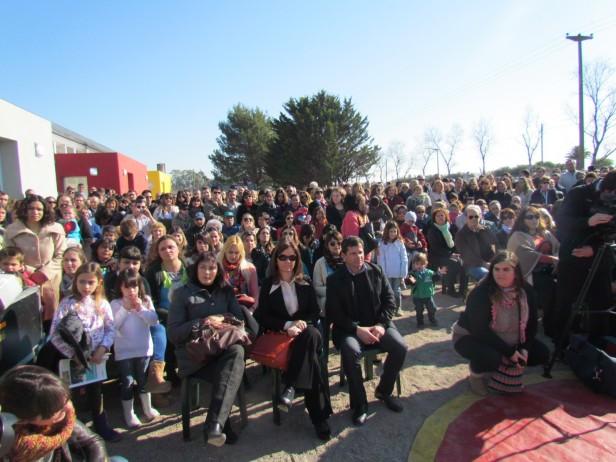 Se inaugur el nuevo jard n maternal el mundo del rev s for Jardin maternal unlp 2015