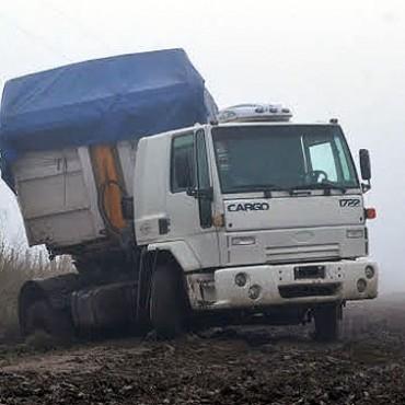 Infraccionan a camionero que circulaba por camino rural en Olavarría