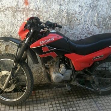 Delincuentes arriesgados: Robaron una moto desde el interior de una vivienda