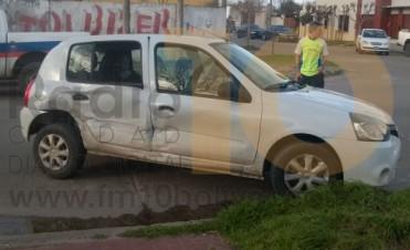 Violenta colisión de dos vehículos en calles Las Heras y Quirno Costa