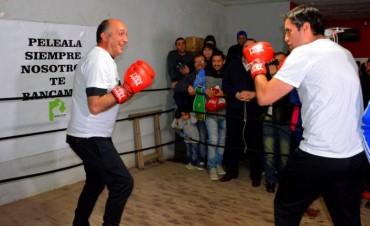 Mosca en un round pugilístico con 'Patón' Torres y hockey con Passaglia