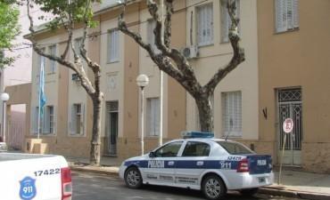 PARTE POLICIAL: Estafas, hallazgo de una persona sin vida, y detenciones por disturbios, restricción de acercamiento y pedido de captura activa