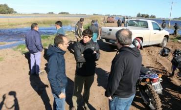 INUNDACIONES: Pisano recorrió Ibarra y junto a Vial, asistieron a las familias aisladas por el agua
