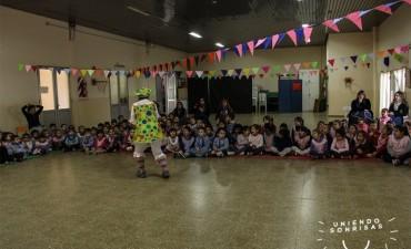 ESTUDIANTES DE IJS Y UNIENDO SONRISAS: Festejaron el Día del Niño en el Jardín N°904