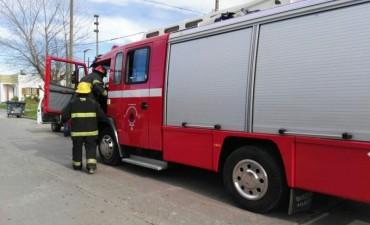 Actividad de Bomberos: Incendios en viviendas y vehículos, accidentes, y asistencias por inundación