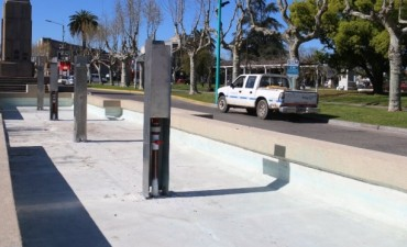 Se está reparando la fuente de agua de la Avenida San Martín