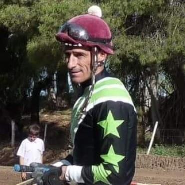 A un mes del accidente, 'Tito' Puentes se recupera favorablemente en su casa