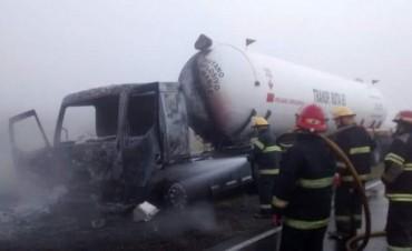 Ruta 65: Incendio en un camión de gas propano