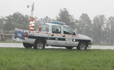 Despiste y vuelco en el acceso Pedro Barnetche: 4 personas hospitalizadas