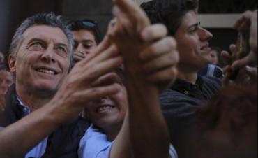 A un año de las elecciones, Macri tiene un 53% de imagen positiva