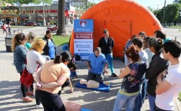 Pasaron más de 300 vecinos participaron de la jornada de RCP en el Centro Cívico