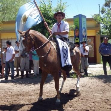 Expo Hale: Más de veinte centros tradicionalistas y unas cinco tropillas desfilaron por las calle de la localidad