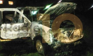 Incendio en un móvil de la Policía, que pertenecía al Destacamento Pirovano