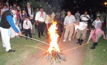 Con una multitud de asistentes y desfilantes, se celebró el día de la Tradición