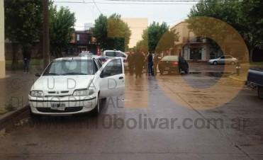 Impacto entre dos automóviles Fiat Siena, en la esquina de calle Paso y avenida Venezuela