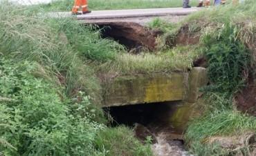 Ruta 33 cortada luego del derrumbe por el cruce del agua