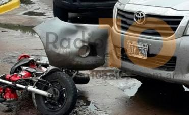 Accidente en calle Falucho y avenida Belgrano: Una joven motociclista fue hospitalizada