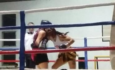 Boxeo en Pirovano: Buen papel de los púgiles locales y victoria de Antonela Albo