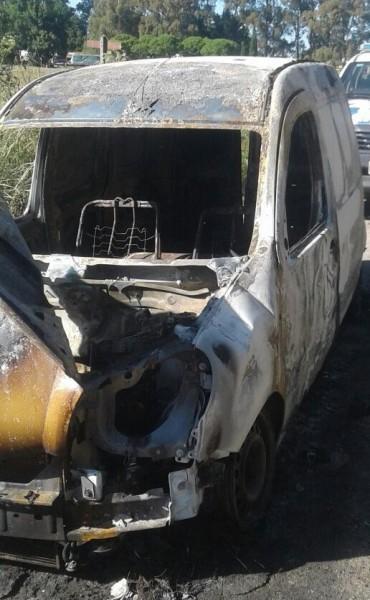 Ruta 226 : Un utilitario robado se encontró incendiado a la vera del camino