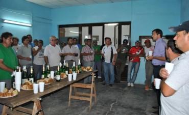 Brindis del intendente con empleados municipales