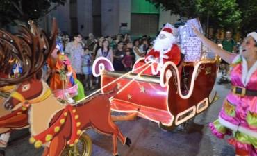 'Papá Noel' llegó a Bolívar y se sacó fotos con todos los niños