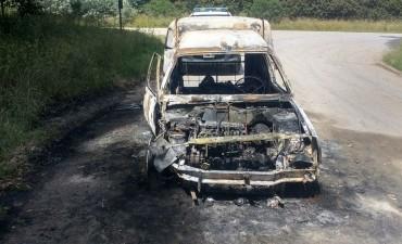 CPR Tandil: Encontraron un auto totalmente incendiado