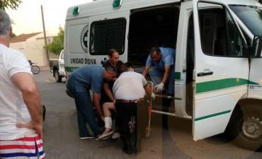 Accidente en la calle Larrea: Un motociclista fue hospitalizado con lesiones