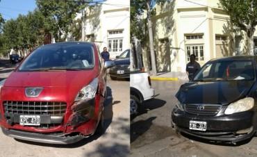 Accidente en la Av. Alsina y Dorrego: Colisionaron dos automóviles